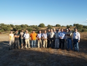 Personal de FNYH y alcaldes durante la visita