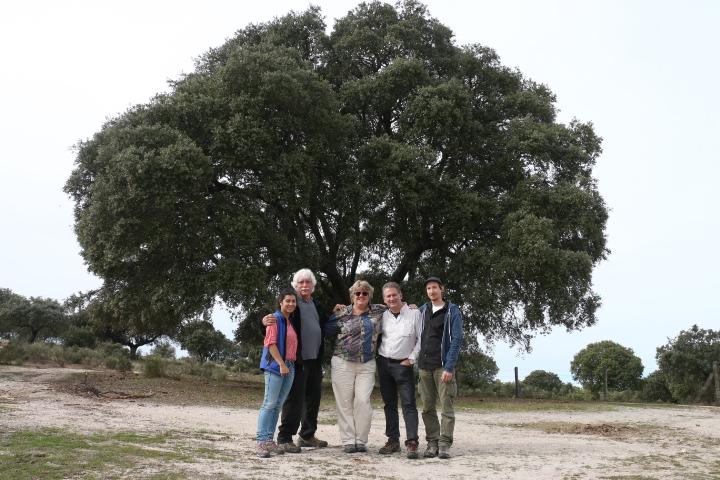 En el centro la productora Greta Schiller y el presidente de Fundación Naturaleza y Hombre Carlos Sánchez